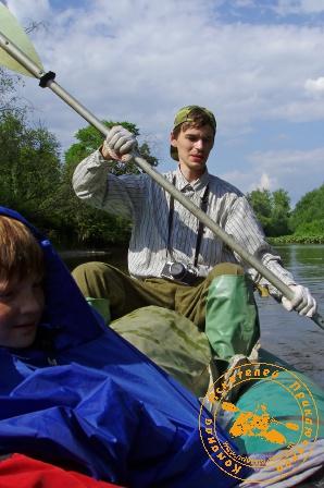 Сплав по реке Серга, июль 2004 года. Рулевой на байдарке