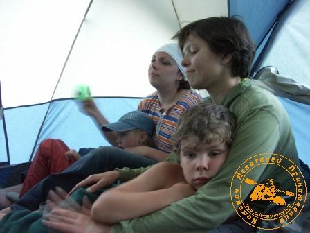 Сплав по реке Серга, июль 2005. Притомился малыш!