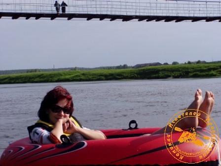 Сплав по реке Нейва в День России. Путешественница