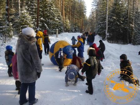 Детский праздник - январь 2010. Игра в мяч