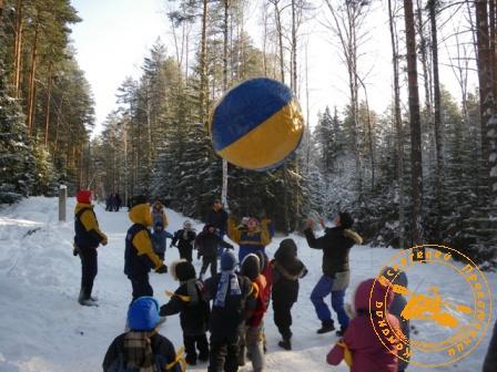 Детский праздник - январь 2010. Мяч больше игроков